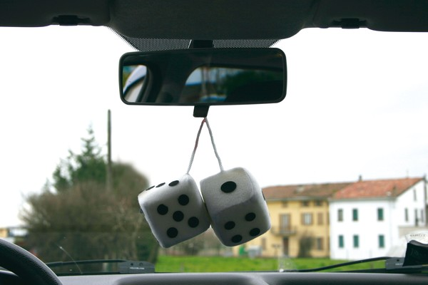 Auto Würfel weiß